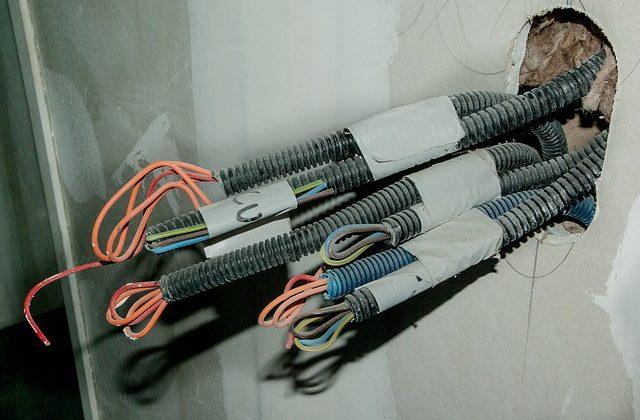 formas de organizar los cables desordenados en su hogar