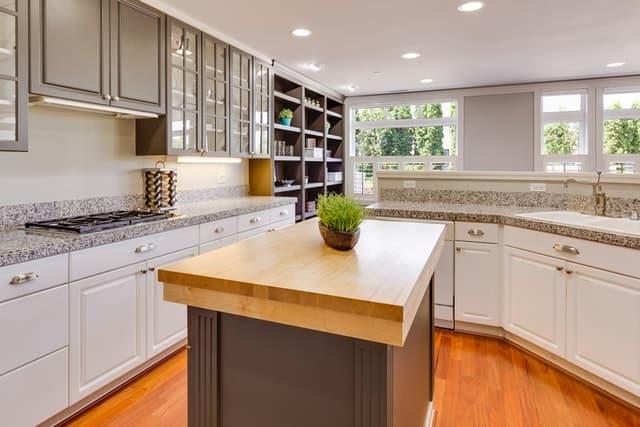 Como combinar las superficies de granito con los gabinetes