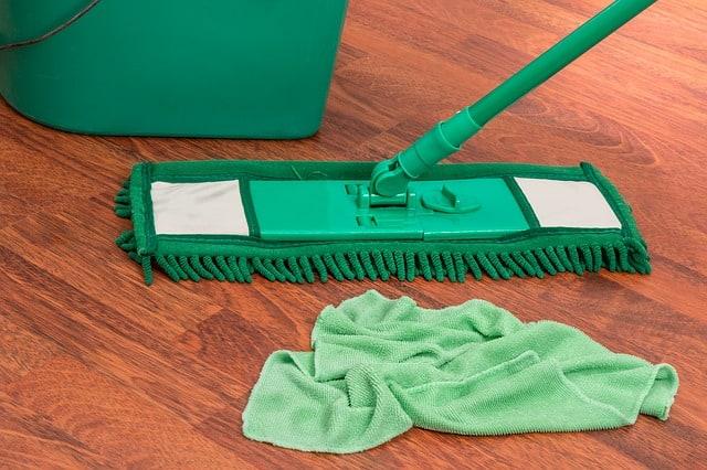 limpiar suelo de vinilo