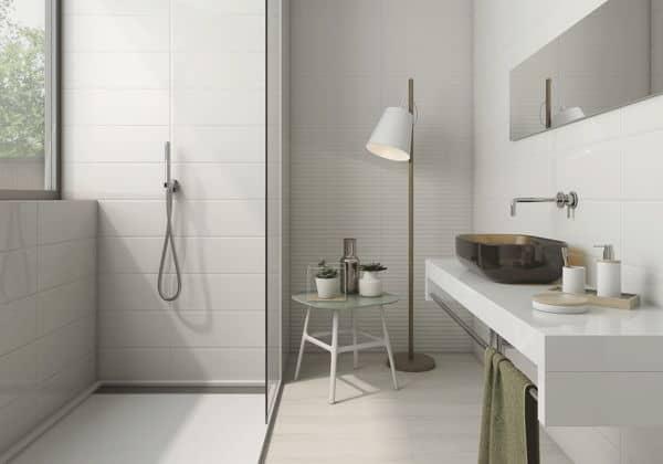Baños con azulejos grandes