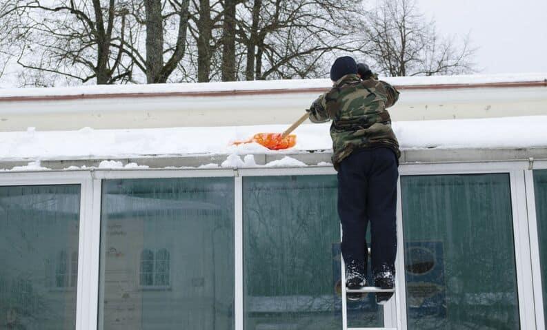 nieve en el techo